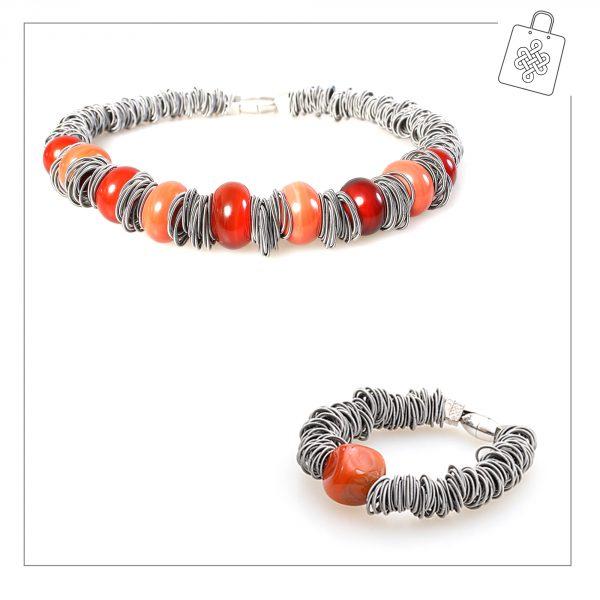 Farida-arancio-con-bracciale-Maratea-AB